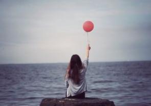 Stařec, moře a dívka.